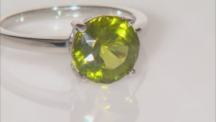 Green peridot sterling silver ring 2.67ct